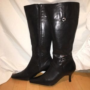 Flawless Bandolino Black Leather Kitten Heel Boot